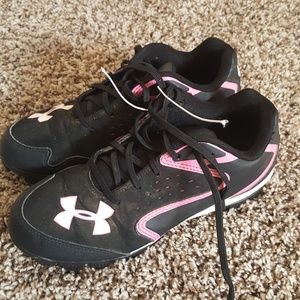 Under Armour  girl's baseball black pink size 4.5
